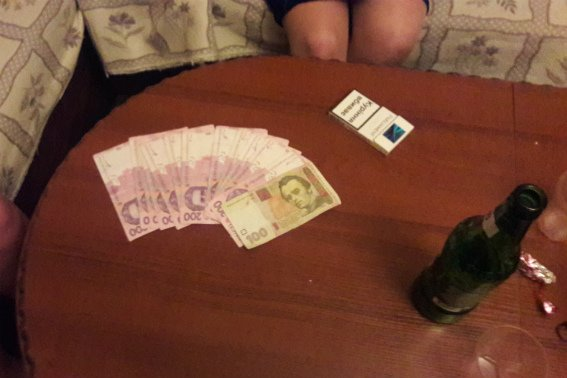В Ужгороді у соцмережах продавали секс з двома дівчатами за 2500 гривень: фото, фото-2