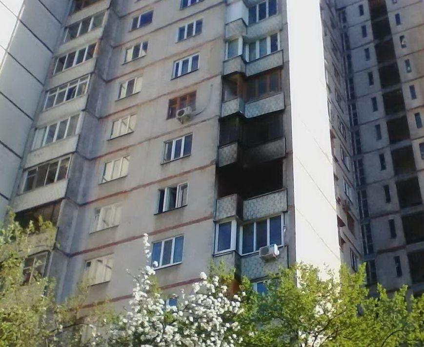 На Героев Труда спасатели вытащили из пожара пенсионерку (ФОТО), фото-1