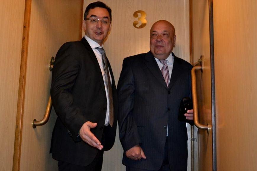 Як Москаль з мером Дебрецена у ліфті Закарпатської ОДА каталися: фото, фото-1