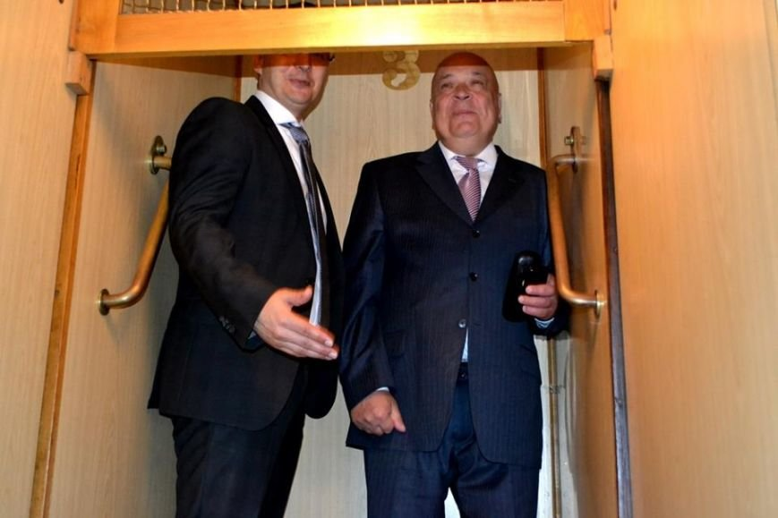 Як Москаль з мером Дебрецена у ліфті Закарпатської ОДА каталися: фото, фото-3