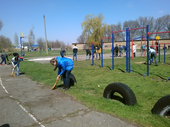 Во время Всеукраинского месячника «Спорт для всех – общая забота» в Бахмуте отремонтировали полсотни спортплощадок, фото-2