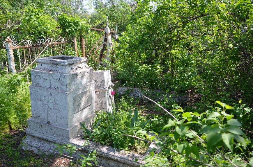 В Мариуполе разрушили памятник проукраинскому активисту Николаю Фененко, который был связан с ОУН (ФОТО), фото-3