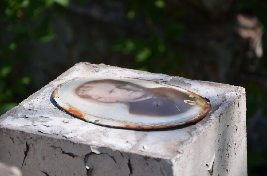 В Мариуполе разрушили памятник проукраинскому активисту Николаю Фененко, который был связан с ОУН (ФОТО), фото-5