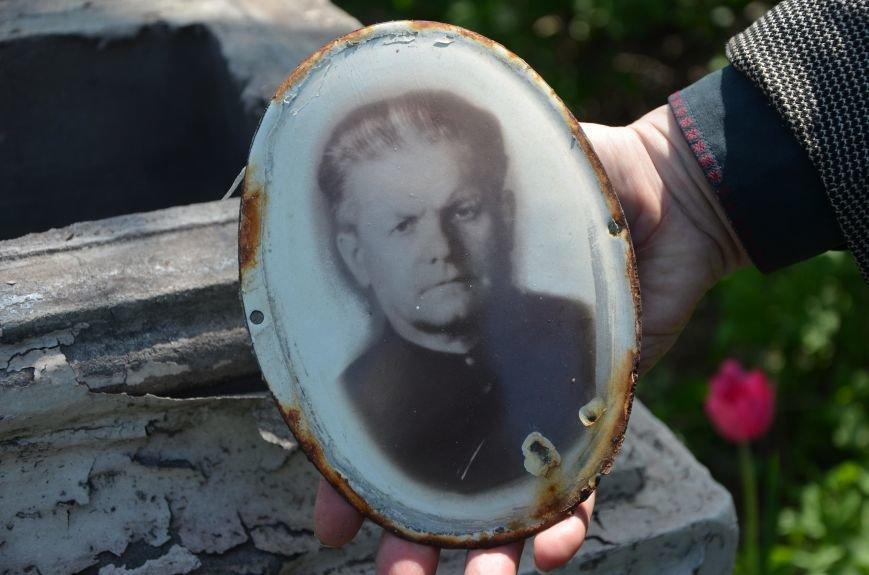 В Мариуполе разрушили памятник проукраинскому активисту Николаю Фененко, который был связан с ОУН (ФОТО), фото-2