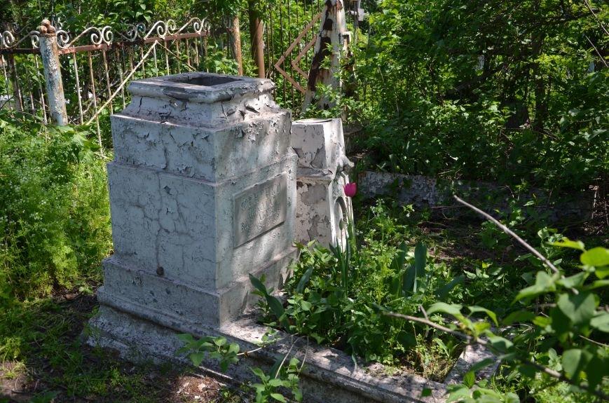 В Мариуполе разрушили памятник проукраинскому активисту Николаю Фененко, который был связан с ОУН (ФОТО), фото-1