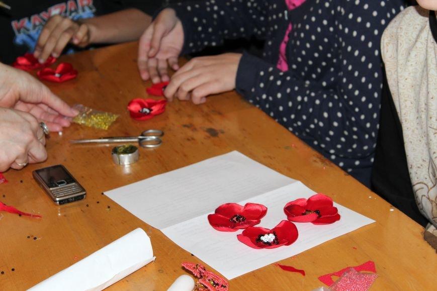 В каменском музее мастерили цветы ко Дню Победы, фото-14