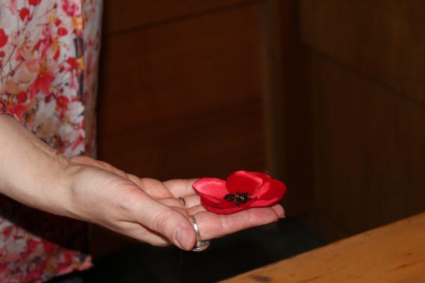 В каменском музее мастерили цветы ко Дню Победы, фото-10