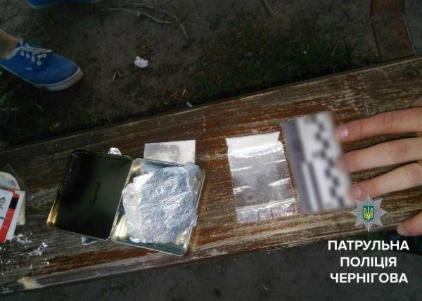 В Чернигове под магазином задержали парня с наркотиками, фото-2