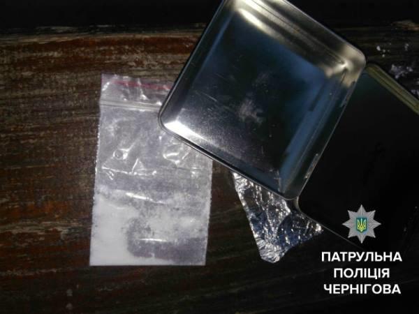 В Чернигове под магазином задержали парня с наркотиками, фото-1