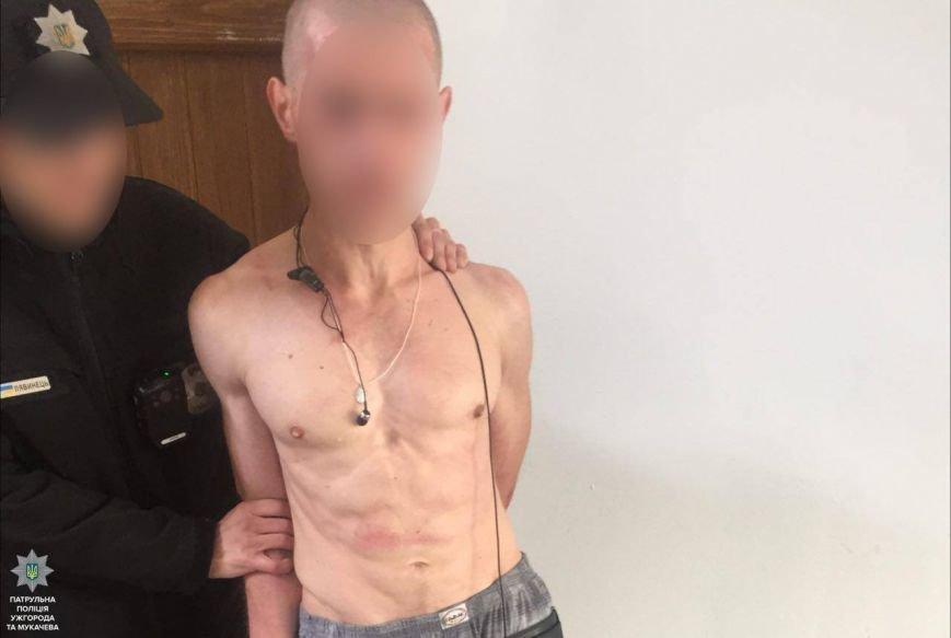 В Ужгороді неадекватний чоловік з викруткою погрожував оточуючим: фото, фото-1