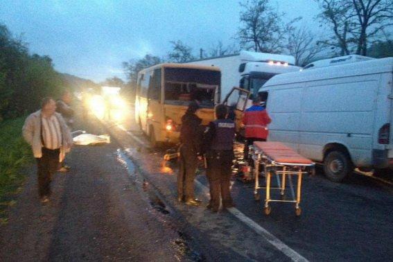 """У поліції розповіли подробиці жахливої ДТП біля санаторію """"Карпати"""" за участю автобуса та """"Мерседеса"""": фото, фото-1"""