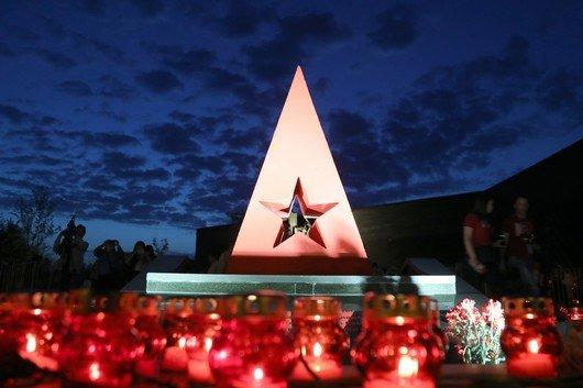 Крымчане зажгли свечи в память о жертвах концлагеря «Красный» под Симферополем (ФОТО), фото-7