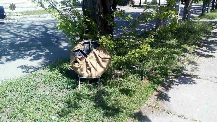 Кременчужанин тащил по улице украденную крышку колодца, не пытаясь скрыться от копов (ФОТО), фото-2