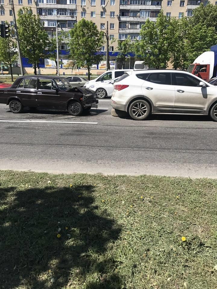 На Полтавском Шляхе - столкновение машин. Есть пострадавшие (ФОТО), фото-2