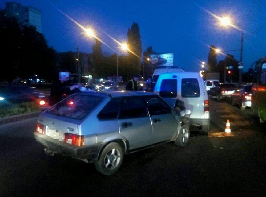 На проспекте Льва Ландау произошла авария: у водителя отказали тормоза (ФОТО), фото-1