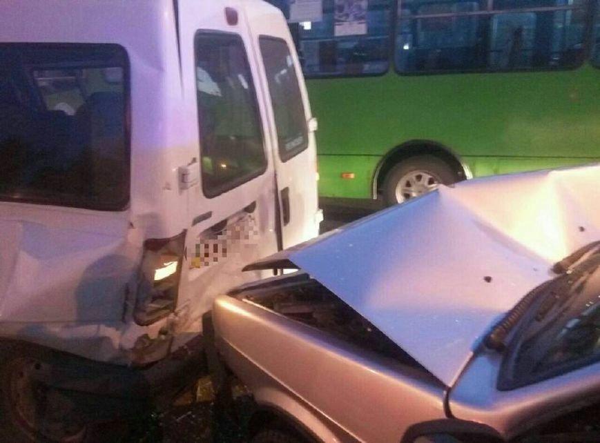 На проспекте Льва Ландау произошла авария: у водителя отказали тормоза (ФОТО), фото-2