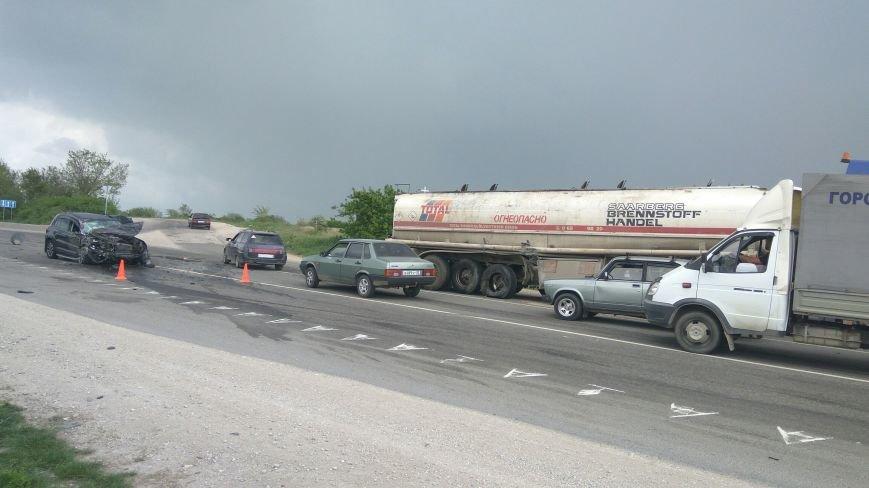 На трассе Симферополь-Феодосия внедорожник не разминулся с бензовозом (ФОТО, ВИДЕО, обновлено), фото-3