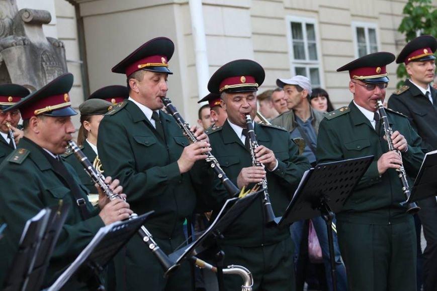 Як на площі Ринок відбувався концерт духового оркестру Національної Гвардії України: фоторепортаж, фото-6