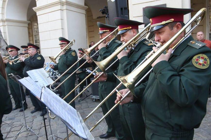 Як на площі Ринок відбувався концерт духового оркестру Національної Гвардії України: фоторепортаж, фото-2