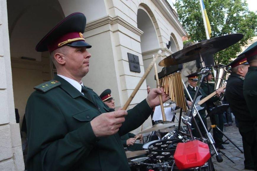 Як на площі Ринок відбувався концерт духового оркестру Національної Гвардії України: фоторепортаж, фото-12