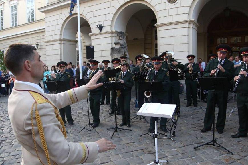 Як на площі Ринок відбувався концерт духового оркестру Національної Гвардії України: фоторепортаж, фото-4