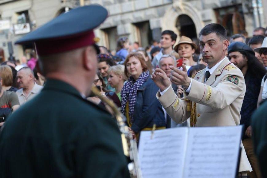 Як на площі Ринок відбувався концерт духового оркестру Національної Гвардії України: фоторепортаж, фото-3