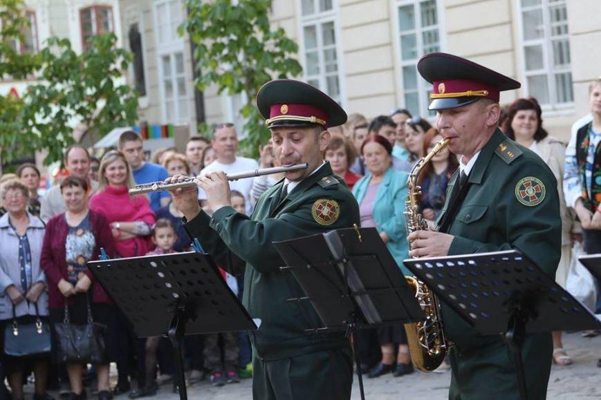 Як на площі Ринок відбувався концерт духового оркестру Національної Гвардії України: фоторепортаж, фото-8