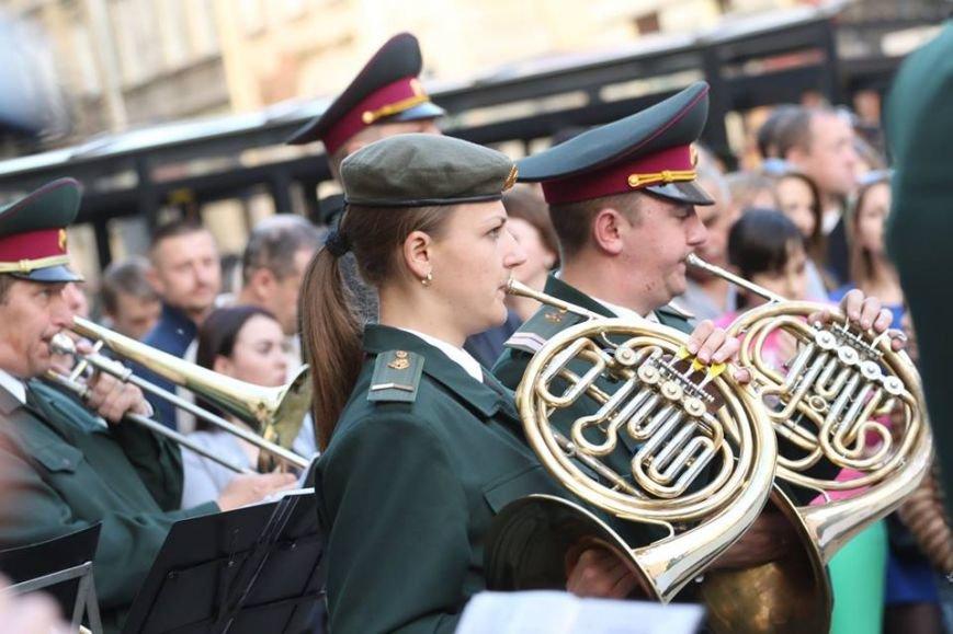 Як на площі Ринок відбувався концерт духового оркестру Національної Гвардії України: фоторепортаж, фото-9
