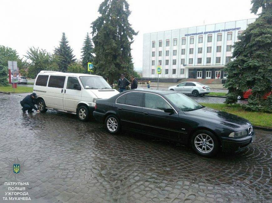 Ужгородські патрульні оприлюднили фото з майже десятка ДТП, які сталися упродовж доби, фото-4