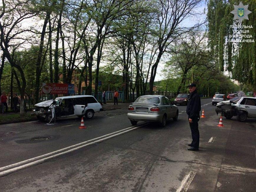 Ужгородські патрульні оприлюднили фото з майже десятка ДТП, які сталися упродовж доби, фото-9