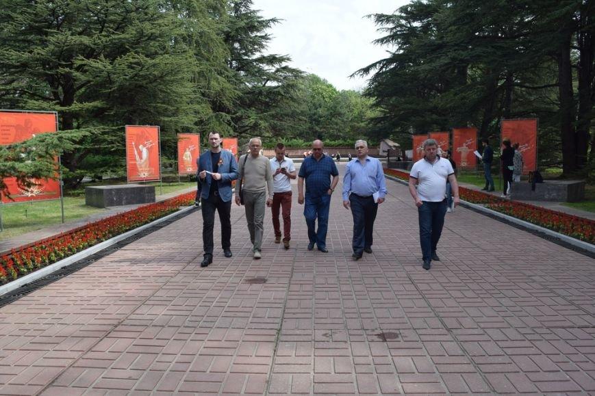 Бахарев заявил о готовности Симферополя к празднованию Дня Победы и попросил горожан не мусорить (ФОТО), фото-6