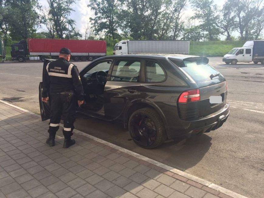"""На КПП """"Тиса"""" у чоловіка забрали """"Рorsche"""", викрадений у Словаччині 3 роки тому: фото, фото-1"""