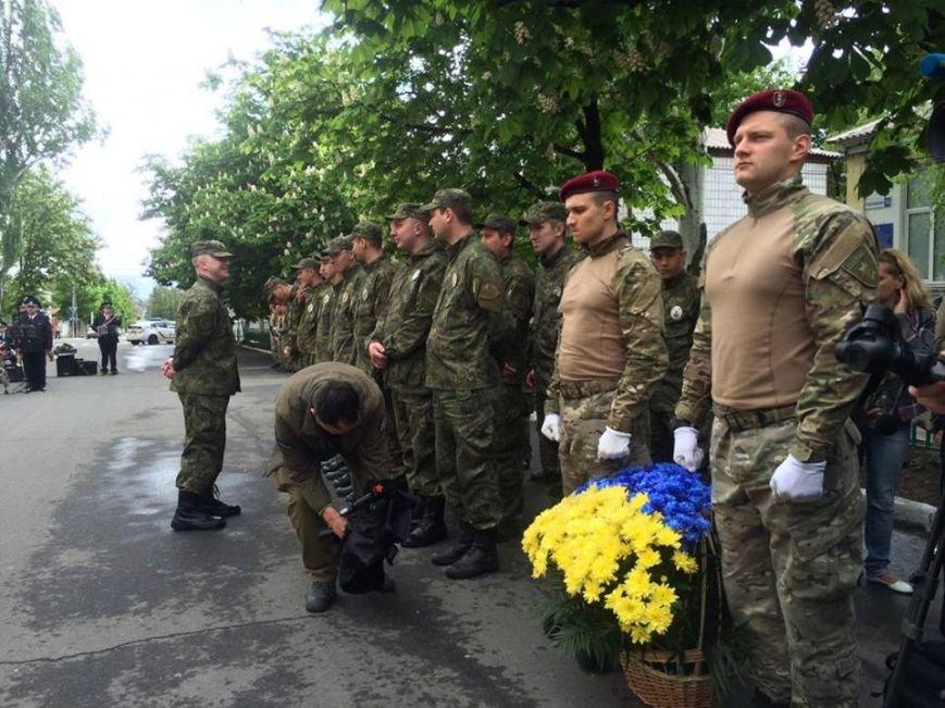 В Мариуполе под стенами сгоревшего ГУВД почтили память погибших правохранителей (ФОТО, ВИДЕО), фото-4
