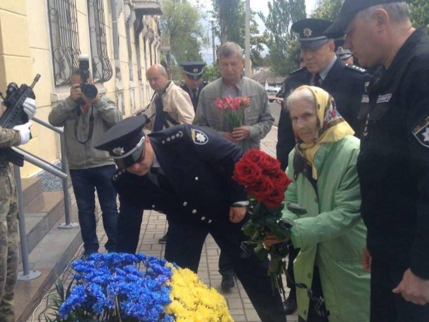 В Мариуполе под стенами сгоревшего ГУВД почтили память погибших правохранителей (ФОТО, ВИДЕО), фото-6
