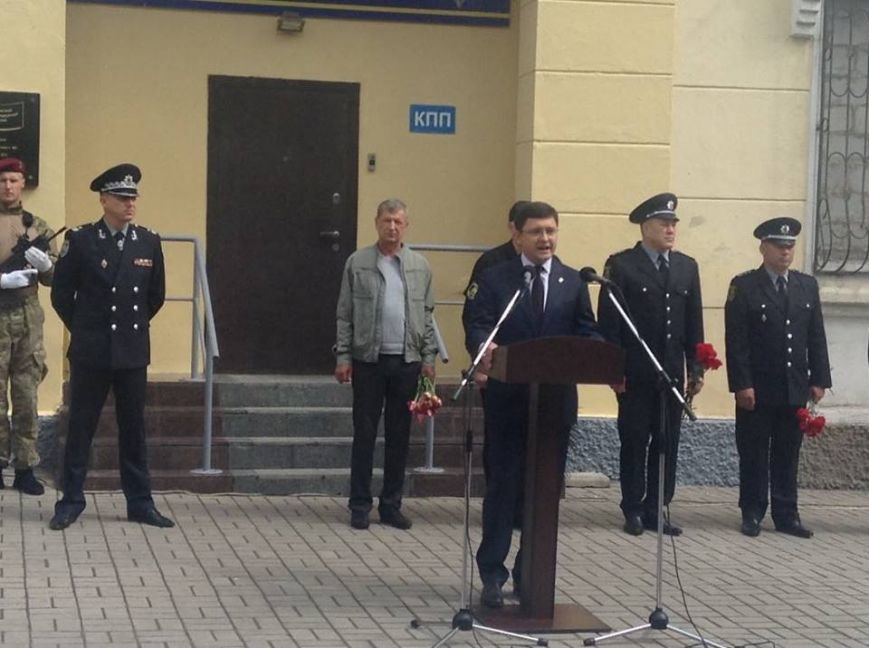 В Мариуполе под стенами сгоревшего ГУВД почтили память погибших правохранителей (ФОТО, ВИДЕО), фото-5