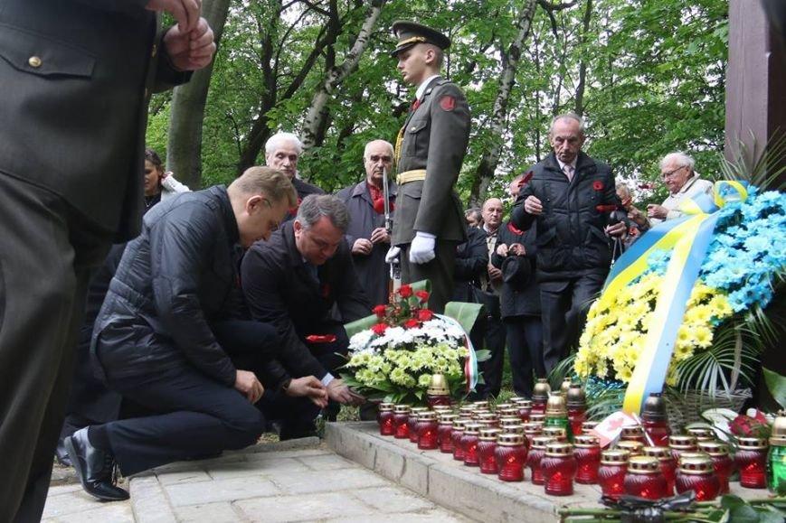 У Львові відзначили День пам'яті та примирення: фоторепортаж, фото-2