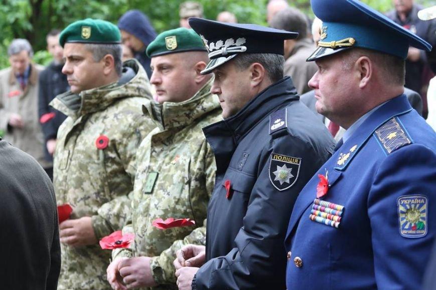 У Львові відзначили День пам'яті та примирення: фоторепортаж, фото-8