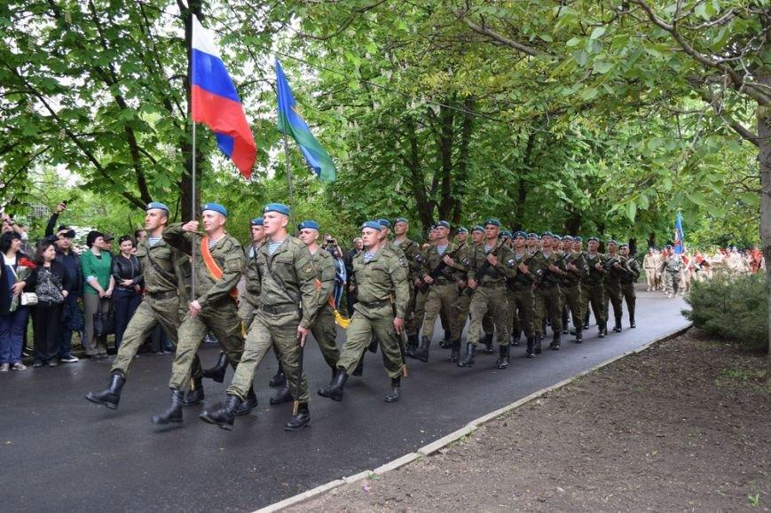 В Гагаринском парке Симферополя установили боевую машину десанта (ФОТО), фото-1