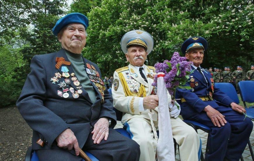 В Гагаринском парке Симферополя установили боевую машину десанта (ФОТО), фото-2