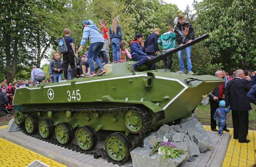 В Гагаринском парке Симферополя установили боевую машину десанта (ФОТО), фото-6