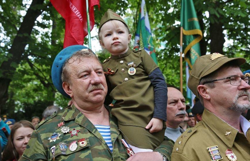 В Гагаринском парке Симферополя установили боевую машину десанта (ФОТО), фото-4