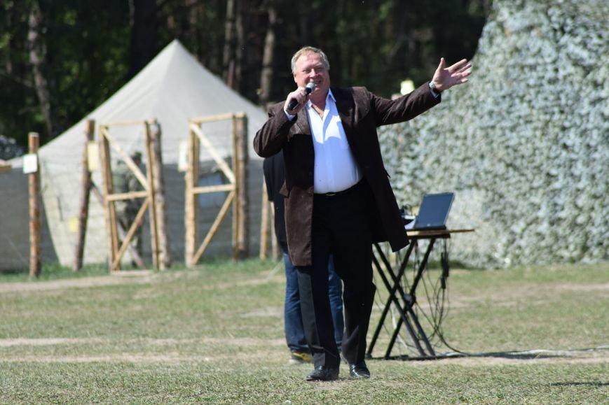 Черниговскими военнослужащим спели артисты, фото-1