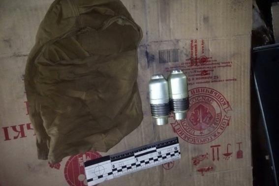 На Закарпатті у 47-річного чоловіка вилучили арсенал боєприпасів та вибухівку: фото, фото-3