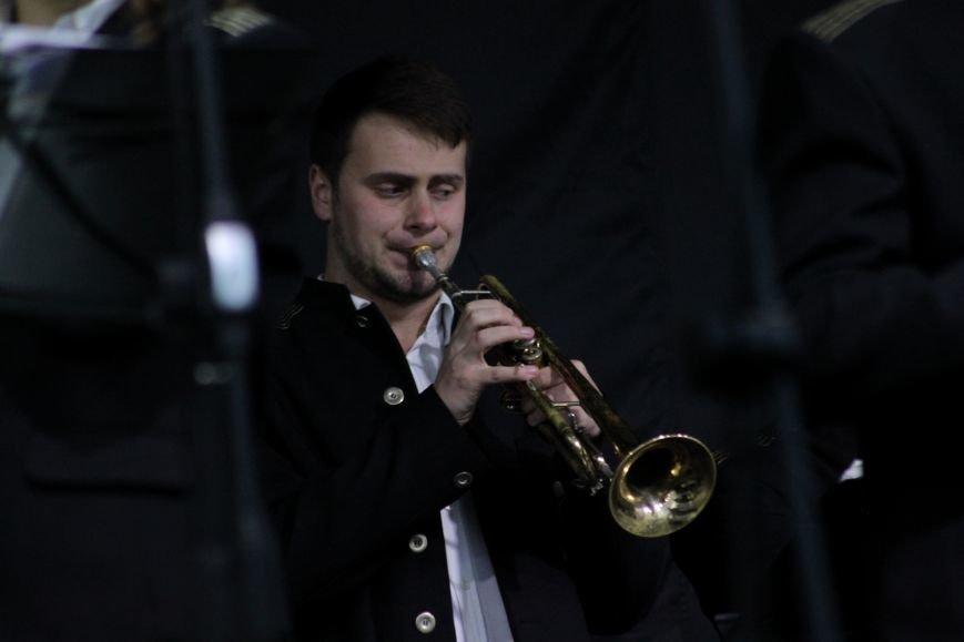Ужгород пам'ятає: на Театральній площі пройшов меморіальний концерт з нагоди Дня примирення (ФОТОРЕПОРТАЖ), фото-13
