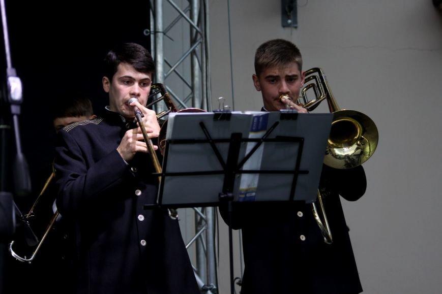 Ужгород пам'ятає: на Театральній площі пройшов меморіальний концерт з нагоди Дня примирення (ФОТОРЕПОРТАЖ), фото-7