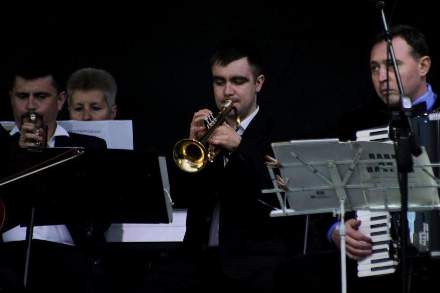 Ужгород пам'ятає: на Театральній площі пройшов меморіальний концерт з нагоди Дня примирення (ФОТОРЕПОРТАЖ), фото-3