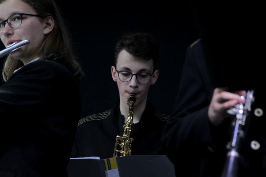 Ужгород пам'ятає: на Театральній площі пройшов меморіальний концерт з нагоди Дня примирення (ФОТОРЕПОРТАЖ), фото-9