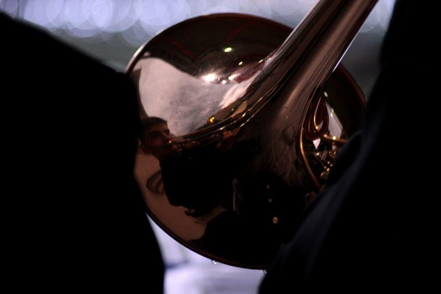 Ужгород пам'ятає: на Театральній площі пройшов меморіальний концерт з нагоди Дня примирення (ФОТОРЕПОРТАЖ), фото-15