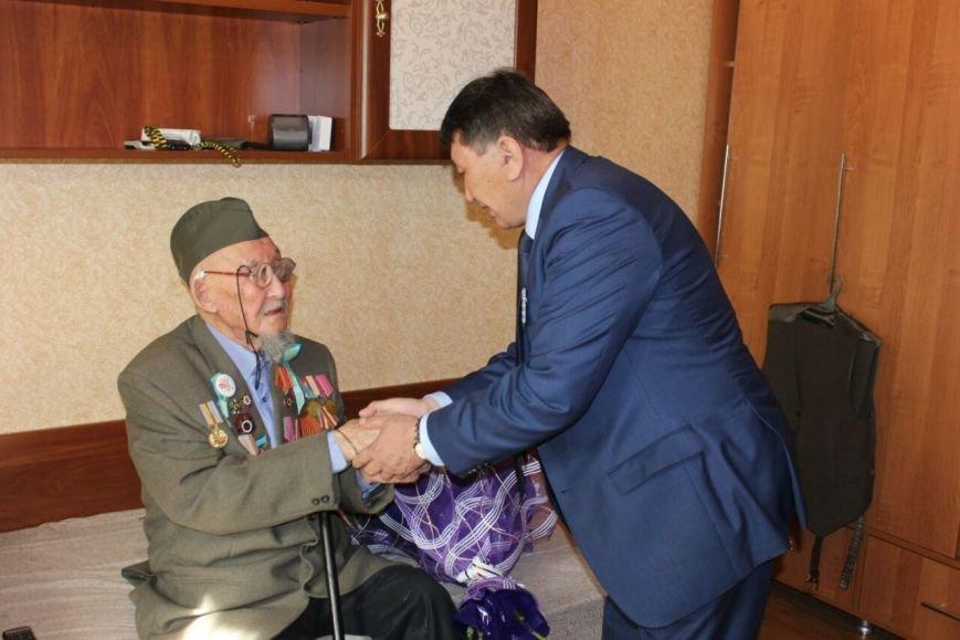 Сотрудники ДВД Мангистауской области навестили ветерана Умирзакова Медресина, фото-1