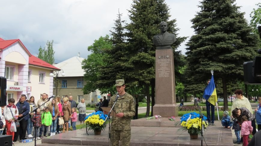 Праздник со слезами на глазах: в Покровске отметили День Победы, фото-9